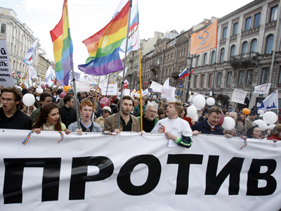 Gay activists outsmart Moscow city authorities, hold first ever parade