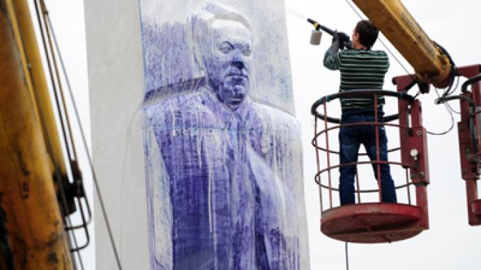 Police detain suspects in Yeltsin monument paint-bombing
