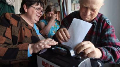 Russians in remote areas begin voting for president