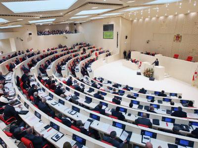 Georgian parliament overturns Saakashvili veto, freeing political prisoners