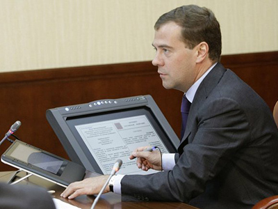 Medvedev calls on punishing officials for ignoring citizens' appeals
