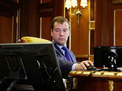 Medvedev signs decree pushing for internet debate of major bills