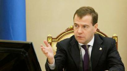 Medvedev suspends disputed highway project