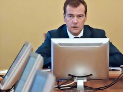 """Stop tweeting!"" Medvedev tells top politicians at meeting"
