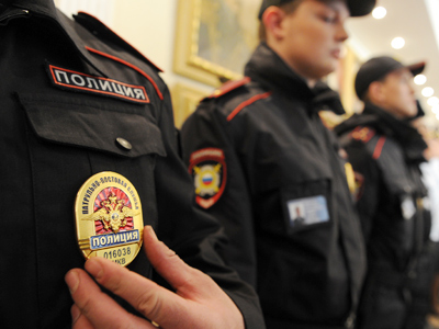 Medvedev tells cops to listen to the people