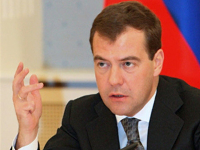 Medvedev signs bill increasing pension and social security in 2009