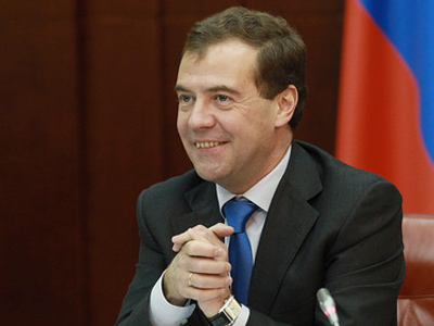 Medvedev tells governors to clean up state contracts