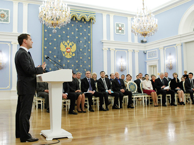 Medvedev meets Russian internet personalities over copyright