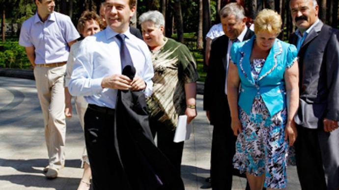 Tea at Medvedev's: villagers share their problems with president