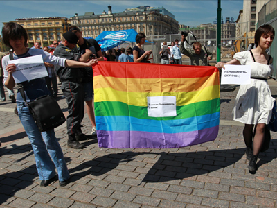 Two people fall foul of fresh Russian anti-gay law