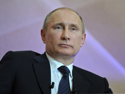 Putin plugs 'internet democracy' to pack popular punch