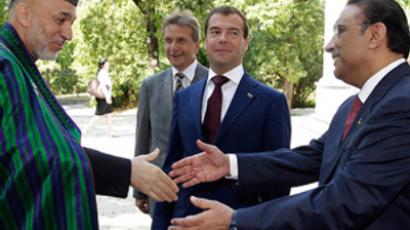President Medvedev starts China trip with visit to Russian military cemetery