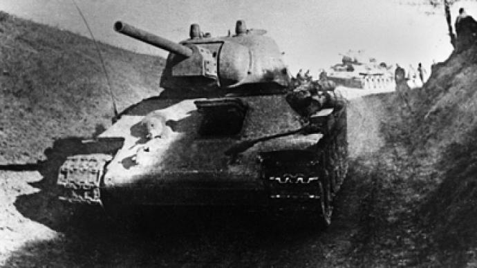 """Russian youths """"climb"""" famous Soviet tank to fight US world dominance"""