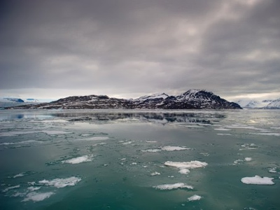 Energy race turns up heat on Cold War in Arctic