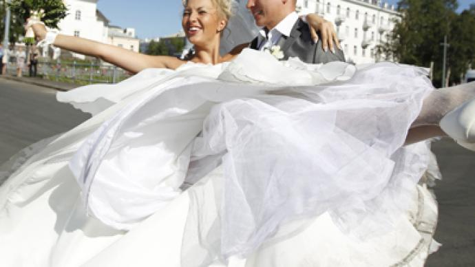 Duma to ban officials from marrying foreigners