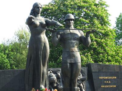 Ukraine to demolish Soviet WW2 memorial