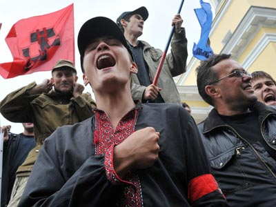 Ukrainian nationalists bring nuclear arms to election fight