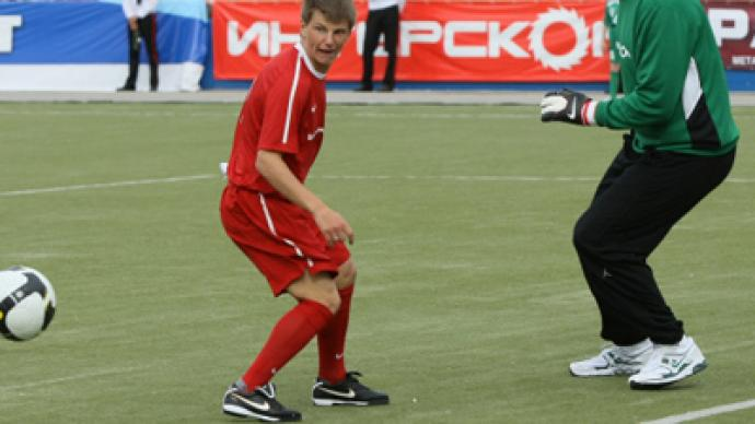 Arshavin proves he's better footballer than Valuev