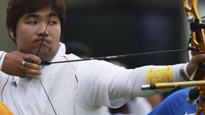 Legally blind South Korean archer sets first world record of London Olympics