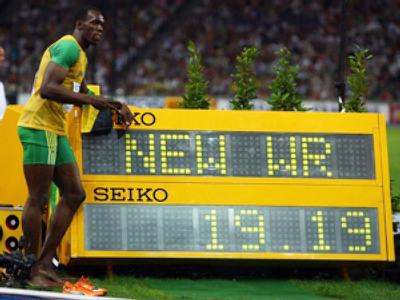 Bolt sets new mark in 200m
