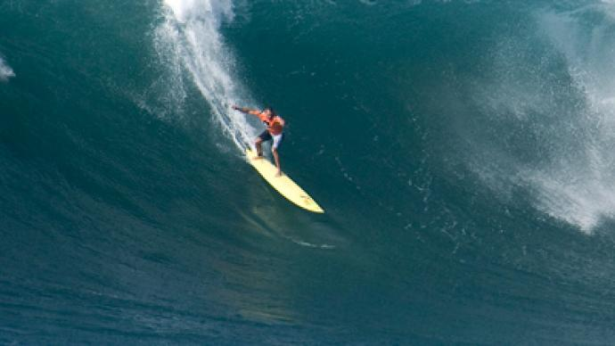 Daredevil surfer makes Guinness book after riding record wave