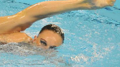 Flawless synchronized swimmers land in Moscow