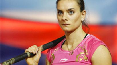 Isinbaeva silences skeptics with another world record