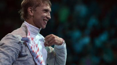 'Never-ending second' incident mars Olympic fencing contest