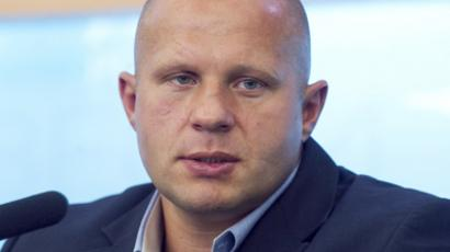 Emelianenko Jr. slams referee for halting bout after 23 seconds