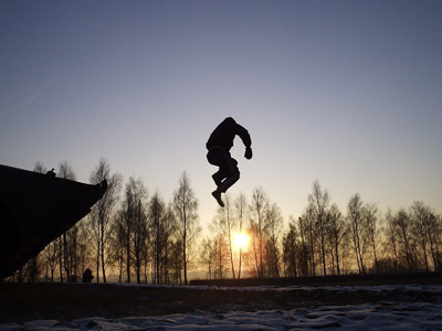 Russian daredevils set rope jumping trends