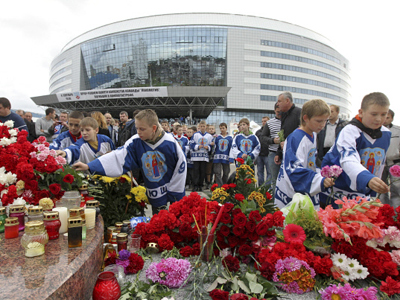 European fans gather to pay respect to hockey stars