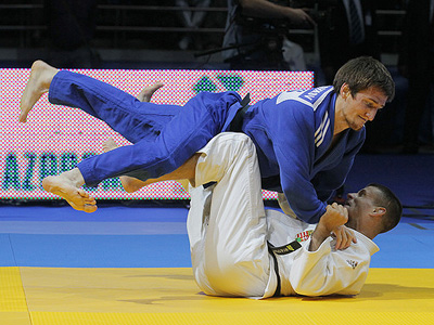 Police, fire brigade and army decide who's best on tatami