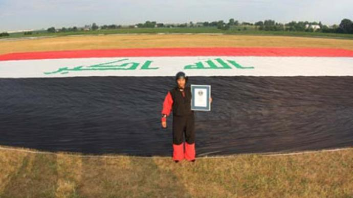 Daredevil unfurls record-breaking Iraqi flag over US