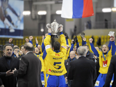 Russian bandy captain returns home