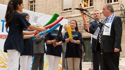 Vladivostok welcomes 2013 Universiade flame on Russian soil