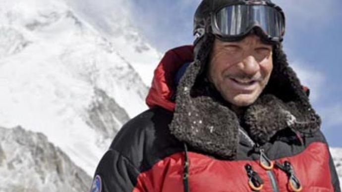 Avalanche hits Uzbek mountaineer team