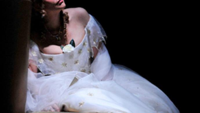 All eyes on opera stars