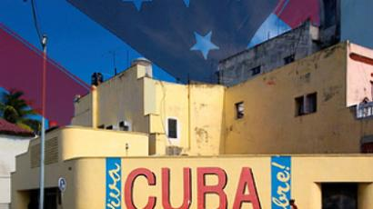 Obama handles Cuba blockade with velvet glove