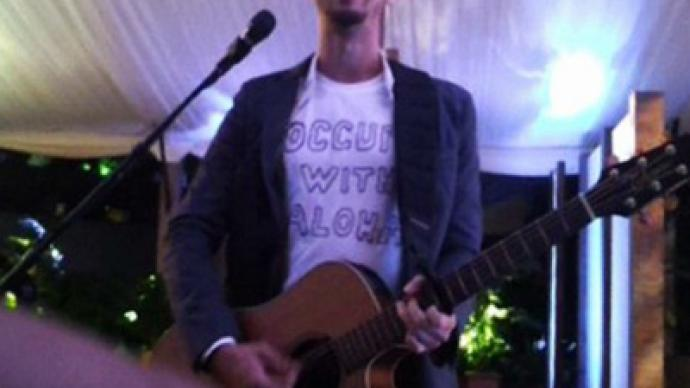 Musician shocks Obama's party with Occupy song