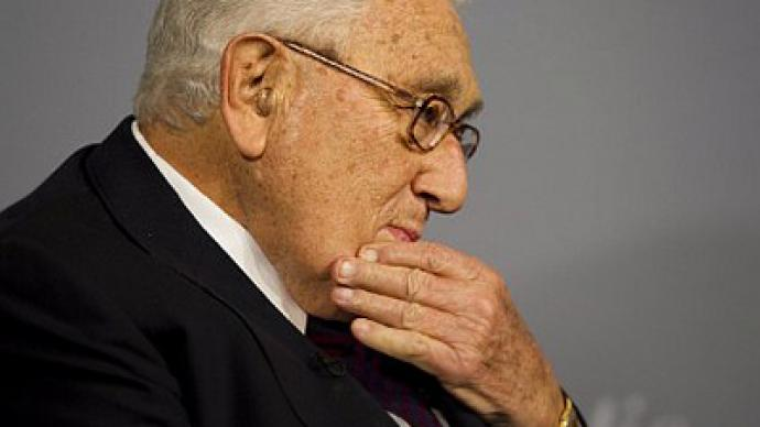 Henry Kissinger gets groped by TSA agents in New York