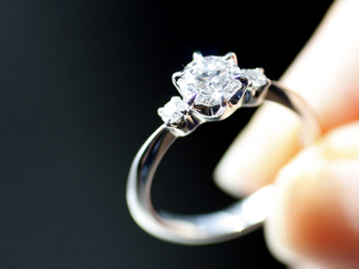 Homeless man who returned diamond ring reunites with family