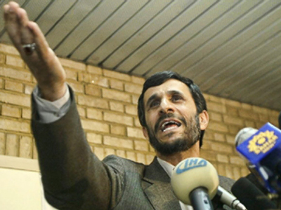"Ahmadinejad makes ""provocative"" visit to Lebanon"
