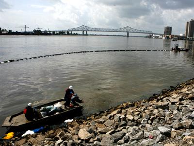 Lower Mississippi River shut down after huge oil spill