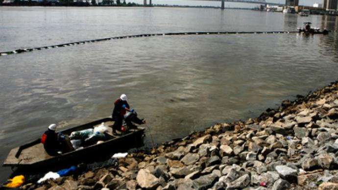 Lower Mississippi River shut down after huge oil spill