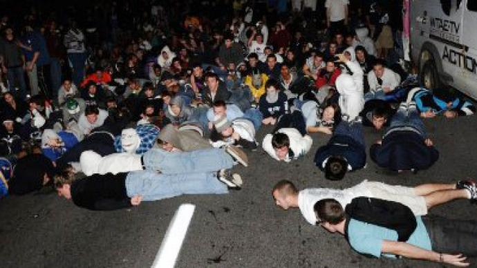 Penn State riots after football coach fired (VIDEO)