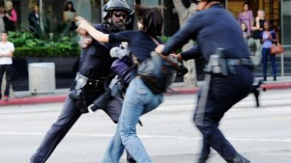 Crackdown at dawn: Cops clear Occupy Oakland (VIDEO)