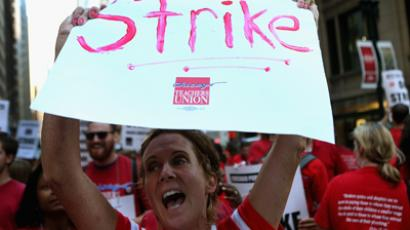 Angry Chicago teachers take on Obama
