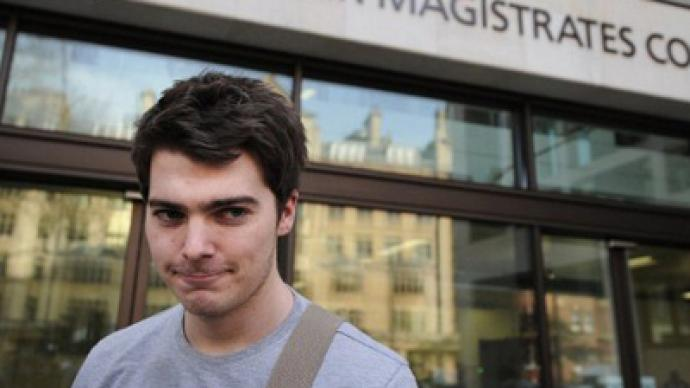 US wins extradition of British student over UK-based website