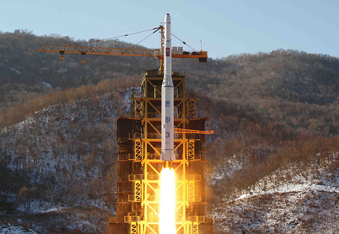 North Korean rocket Unha-3, carrying the satellite Kwangmyongsong-3, lifting off from the launching pad. (AFP Photo / KNS)