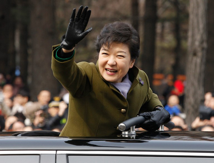 South Korea's new President Park Geun-Hye waves after her inauguration ceremony at parliament in Seoul on February 25, 2013. (AFP Photo / Kim Hong-Ji)
